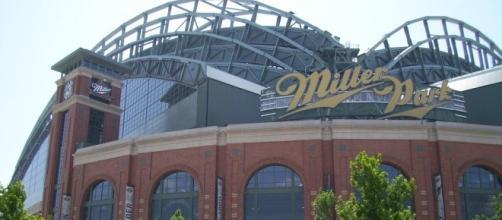 Milwaukee's Miller Park (Wikimedia Commons - wikimedia.org)