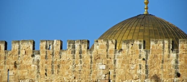 The ancient Dome at AlAksa Mosque the cause of all trouble.https://pixabay.com/en/dome-of-the-rock-jerusalem-israel-556055/