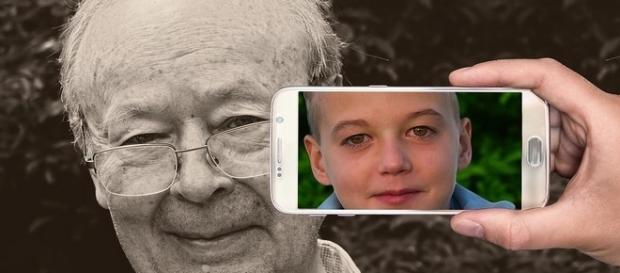 Tutorial come insegnare a usare lo smartphone alle persone anziane