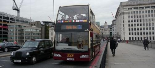 Buses on London Bridge (credit – Arriva436 – wikimediacommons)