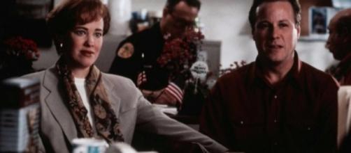 Catherine O'Hara y John Heard en Solo en casa. Captura de la película