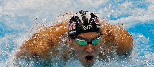 Michael Phelps swims with great white shark [Image: commons.wikimedia.org]