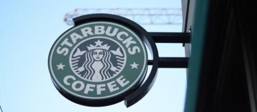 Photo Starbucks sign via Pixabay by JerryUnderscore/CC0