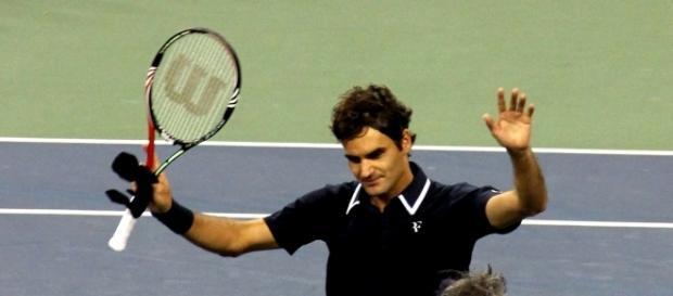 Roger Federer | https://upload.wikimedia.org/wikipedia/commons/0/04/Roger_Federer_at_the_2010_US_Open_07.jpg