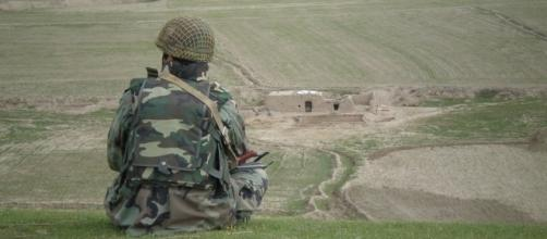 An Afghan soldier surveys the Afghan countryside.https://pixabay.com/en/afghan-soldier-military-army-857784/