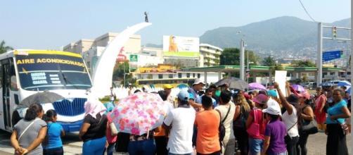 Bloquean padres de un kínder indígena en Acapulco la avenida ... - suracapulco.mx