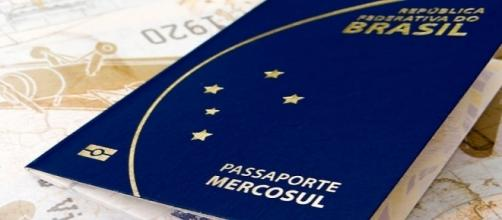 Casa da Moeda volta a emitir passaportes brasileiros após quase um mês de suspensão.