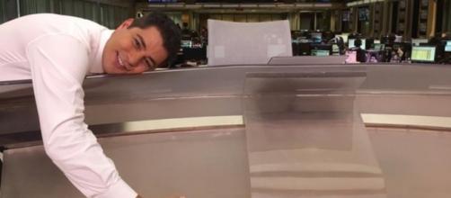 Evaristo Costa responde a internautas, dizendo se vai ou não fechar com outra emissora (Foto: Reprodução)