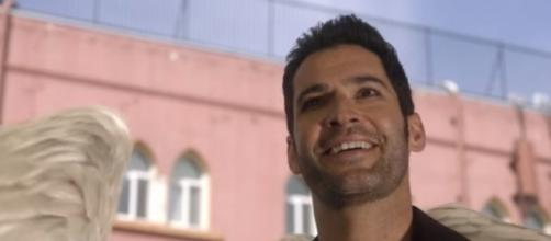 """Lucifer returns to Los Angeles with his wings back in """"Lucifer"""" Season 3. (Photo:YouTube/TVPromosDB)"""