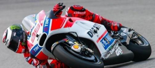 Moto GP 2017 Suzuki nuove moto, la presentazione con Iannone e Rins - algheronewsit.com