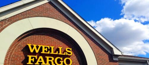 Wells Fargo Bank Image - Mike Mozart CC BY 2.0 | Flickr