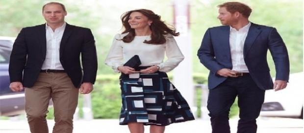 A realeza da Grã-Bretanha está selecionando um 'Comunicador Sênior'. Saiba como concorrer