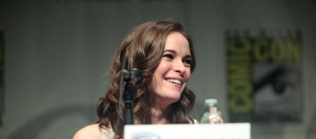 Danielle Panabaker at Wondercon 2015 - https://commons.wikimedia.org/wiki/File:Danielle_Panabaker_(17061983675).jpg