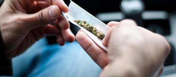 Fumar maconha pode aumentar as chances de desenvolver depressão, ansiedade, e outras doenças mentais. ( Foto: Google)
