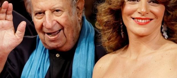 Il regista Tinto Brass sposa la sua ultima musa, Caterina Varzi, diventata la sua assistente. Foto: tgcom.24.