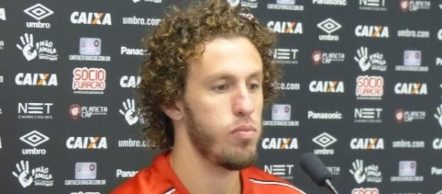 Jogador lateral-direito Rafael Galhardo fez apenas sete jogos no Atlético PR. ( Foto: Reprodução)