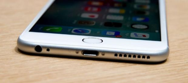 Would it be a mistake for Apple to remove the headphone jack on ... - cnet.com
