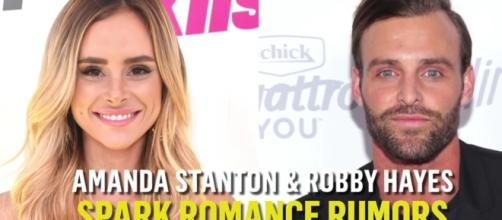 """""""Bachelor in Paradise"""" stars Amanda and Robby continue to spark dating rumors. Image via YouTube/E!News"""
