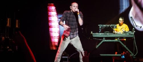 Claims that Linkin Park frontman Chester Bennington's death have been proven bogus. source: Wikimedia Commons