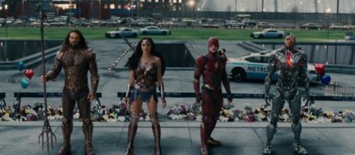 Comic-Con news: 'Justice League' reshoots are bigger than expected - Photo: Justice League trailer screencaps