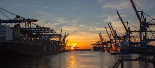 Copyright klaushh. Imbarcazione ferma nel porto di Amburgo.