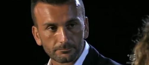 Temptation Island, Nicola Panico nella quinta puntata durante il falò confronto con la fidanzata Sara
