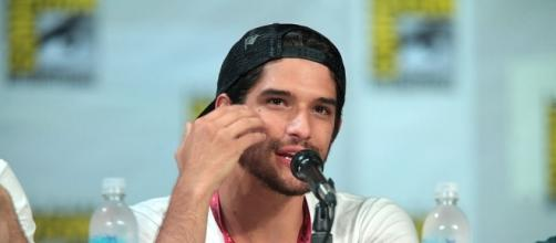 Tyler Posey speaking at the 2014 SDCC - https://commons.wikimedia.org/wiki/File:Tyler_Posey_(14768049621).jpg
