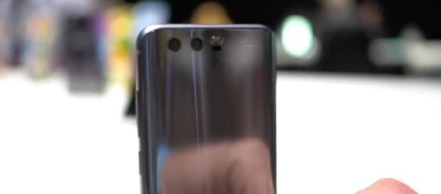 Honor 9. [Image via YouTube/Android Authority]