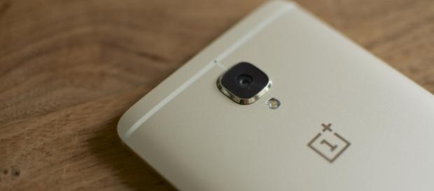 OnePlus 5MidnightBlack orders now shipping to customers / Photo via Jan Persiel, Flickr