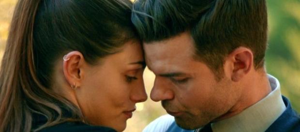 The Originals: Hayley (Phoebe Tonkin) e Elijah (Daniel Gillies) (Foto: CW/Screencap)
