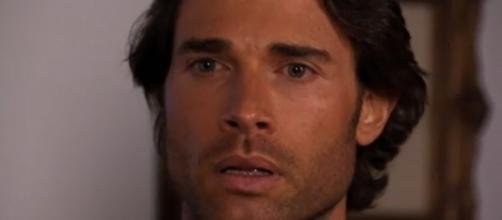 Alessandro se surpreende ao saber que padre Anselmo está vivo