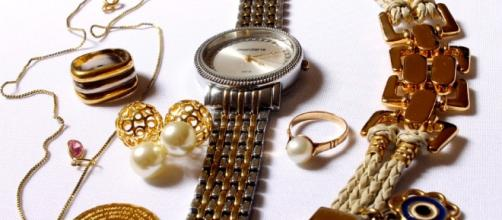 Five arrested for alleged jewelry theft. - pixabay.com