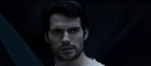 Henry Cavill reacts to mustache fiasco, Superman clean shaven in 'Justice League' - (Warner Bros./YouTube)