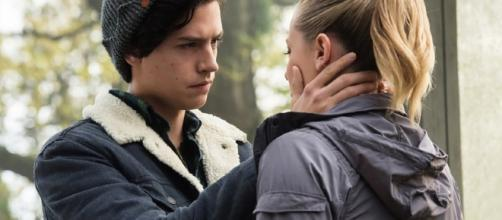 Riverdale' Star Lili Reinhart Dishes on That Steamy Kiss With Cole ... - toofab.com