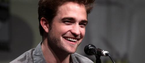 Robert Pattinson got candid over his love life and 'Twilight' experience during an interview/Photo via Gage Skidmore, Flickr (Creative Commons)