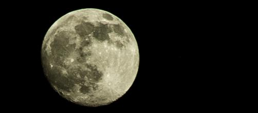 Scientists say that moon's interior may contain water. [Image via Flickr/Eugeniy Golovko]