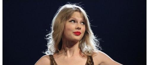 TaylorSwift attends trial against ex-DJ David Mueller (Image by Wikimedia Commons}