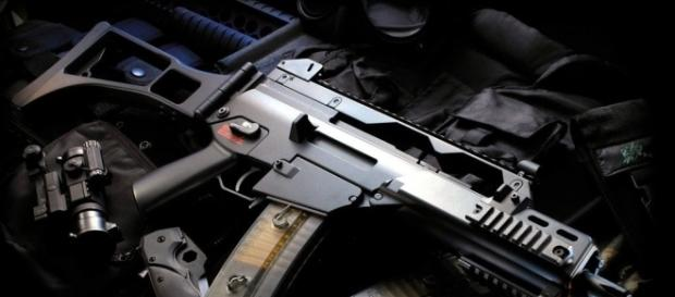 An armed suspect is hiding in Pisgah National Park/Photo via skyandsea876, Flickr