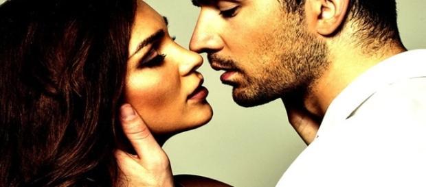 Coisas que os homens fazem apenas quando sentem atração física por uma mulher. ( Foto: Reprodução)