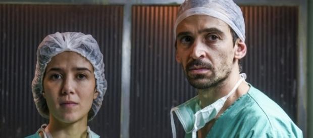 Confira as emoções vividas pelos médicos e pacientes da série médica brasileira 'Sob Pressão'