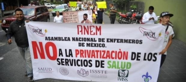La infraestructura de los servicios de salud pública mexicana serán privatizados y vendidos.