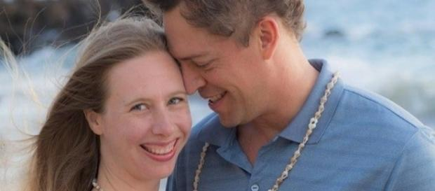 Melanie e Scott juram que se estiverem apenas no mesmo ambiente conseguem sentir o prazer sexual (Foto: Reprodução)
