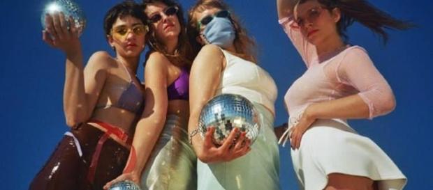 Myss Keta e le ragazze nel video di Xananas