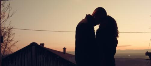 A couple in the sunset / axelle / public domain pictures