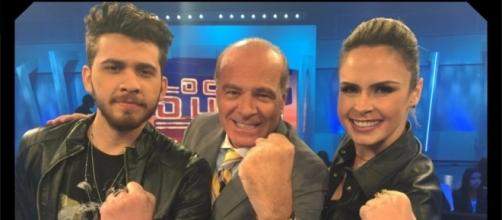 Ana Paula Renault com Marcelo de Carvalho e Gustavo Mioto, na RedeTV. ( Foto: Reprodução)