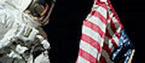 Apollo astronaut on the moon (NASA)
