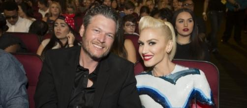 Blake Shelton and Gwen Stefani pose for a photo op. (Flickr/Disney | ABC Television Group)
