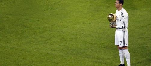 Cristiano Ronaldo presenting his 2014 Ballon d'Or- (wikimedia.org/Ballon d'Or/Anish Morarji)