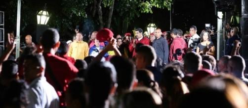 El presidente de Venezuela, Nicolás Maduro, celebra en Caracas con sus seguidores