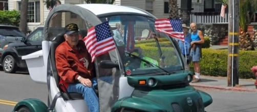 Electric vehicle in the Fourth of July parade in California. [Image via Ellin Beltz/Wikimedia Commons]